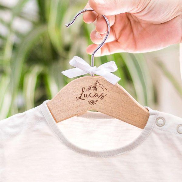 Percha personalizada floral bebé